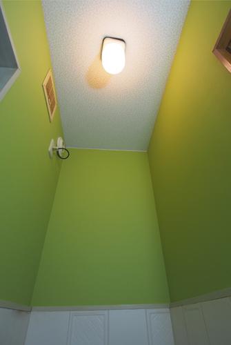 緑のクロスでトイレの張替え 壁紙のトキワ 施工例クロス工房古川